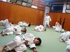 柔道の楽しさを学びながら、体力づくりを目指します。
